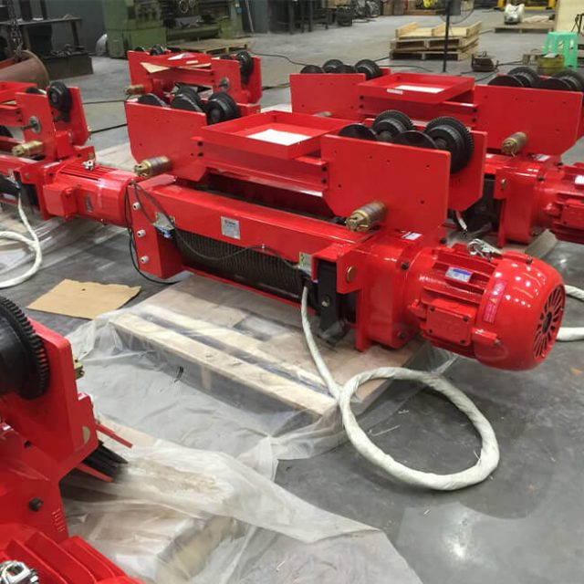 Foot-mounted electric wire rope hoist